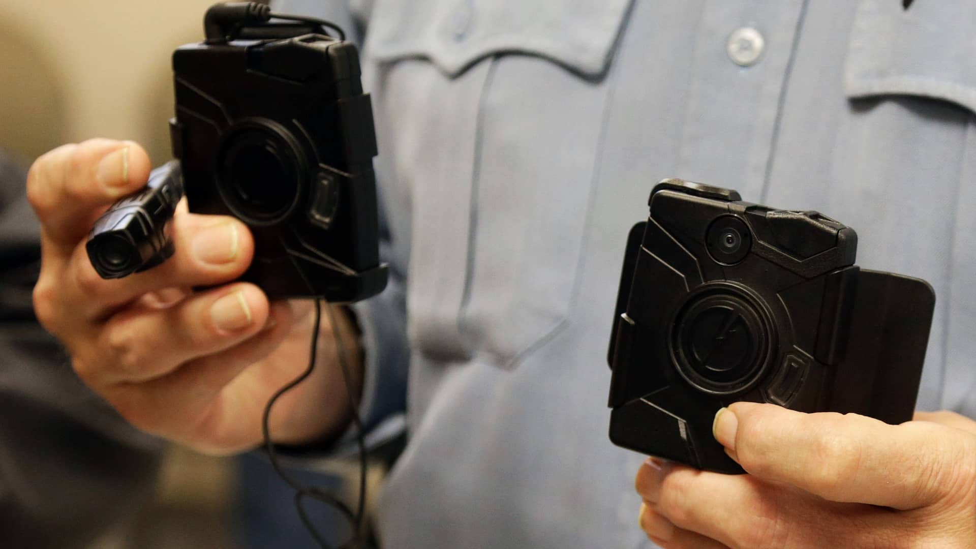 Bill mandating police body cameras clears House committee